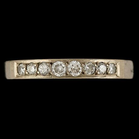 Ring, 18k vitguld med 8 briljantslipade diamanter, Örn, göteborg, 1969. vikt 3 g
