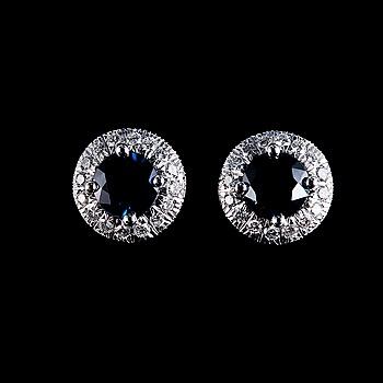 22. ÖRHÄNGEN, Ceylonsafirer 1.15 ct, 32 briljantslipade diamanter 0.25 ct W/vs.
