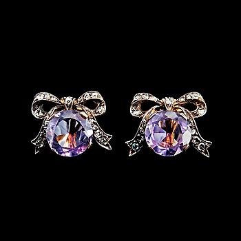 51. ÖRHÄNGEN, ametister Ø 10 mm, rosenlipade diamanter.