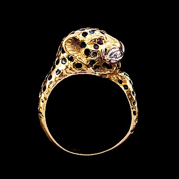 89. RING, i form av leopard med emalj, rubiner och briljanter.
