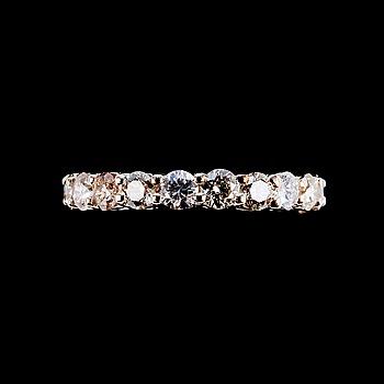 90. ALLIANSRING, 21 briljantslipade diamanter ca 3.14 ct.