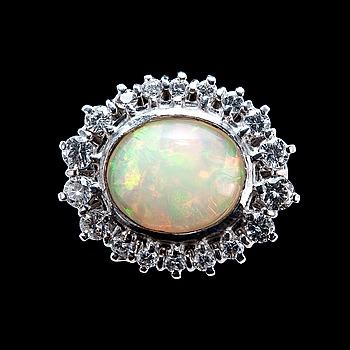 36. RING, opal ca 3.42 ct, 18 briljanter ca 1.00 ct.