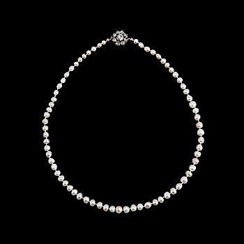 12. A PEARL NECKLACE, Oriental pearls 3,5 - 5 mm.