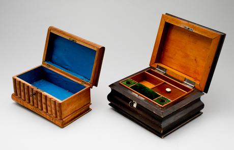 Skrin, 2 st, trä, 1800-/1900-tal.
