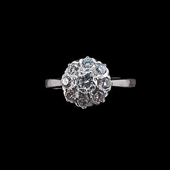 66. RING, 18K vitguld, briljantslipade diamanter ca 0.44 ct. Stockholm 1968. V. 2,9.