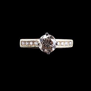 31. RING, 14K guld, briljantslipade diamanter ca. 1.50 ct. Top-Cape/K-L/ SI2-P3. V. 4,4.