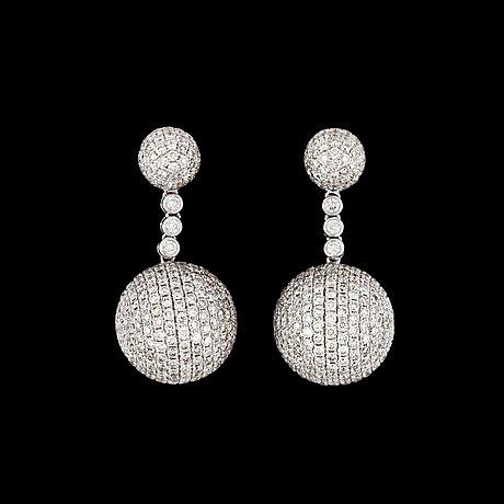 A pair of brilliant cut diamond earrings, tot. 10.50 cts.