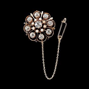79. BROSCH, 14K guld, 9 antikslipade diamanter ca 2.60 ct, pärlor. Frankrike tidigt 1900-tal. Vikt ca 12 g.