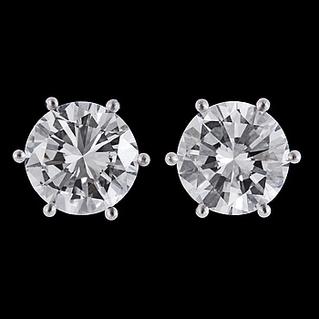 1020. An important pair of brilliant cut diamond studs, 2.01 cts, resp. 2.02 cts.