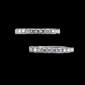 40. ÖRHÄNGEN, 22 briljantslipade diamanter ca 0.76 ct.