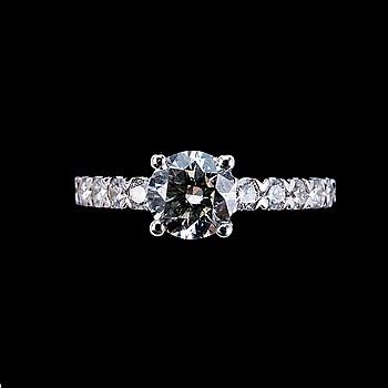 92. RING, briljantslipade diamanter 1.05 ct. I/vs2 + 0.55 ct.  EGL certifikat.