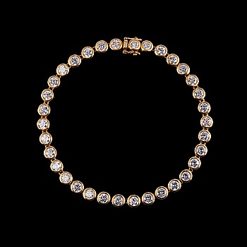 107. ARMBAND, 34 briljantslipade diamanter ca 5.10 ct.