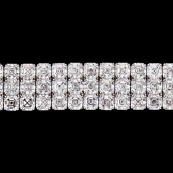 1030. An important assher cut diamond bracelet, tot. 60.70 cts.