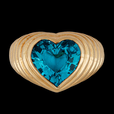 Ring, hjärtslipad blå topas.