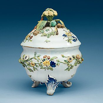 849. A faience tureen with cover, 18th Century, presumably Stralsund.