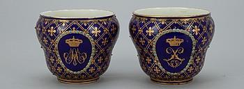325915. SKÅLAR, ett par, porslin, Sèvres-liknande märke, 1800-tal.