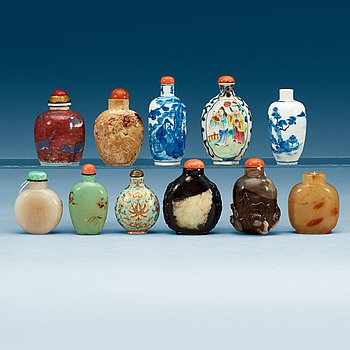 1579. A set of 11 Snuffbottles, late Qing dynasty and first half of 20th Century.