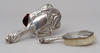 Handspegel samt borste, silver. england, birmingham, 1906.
