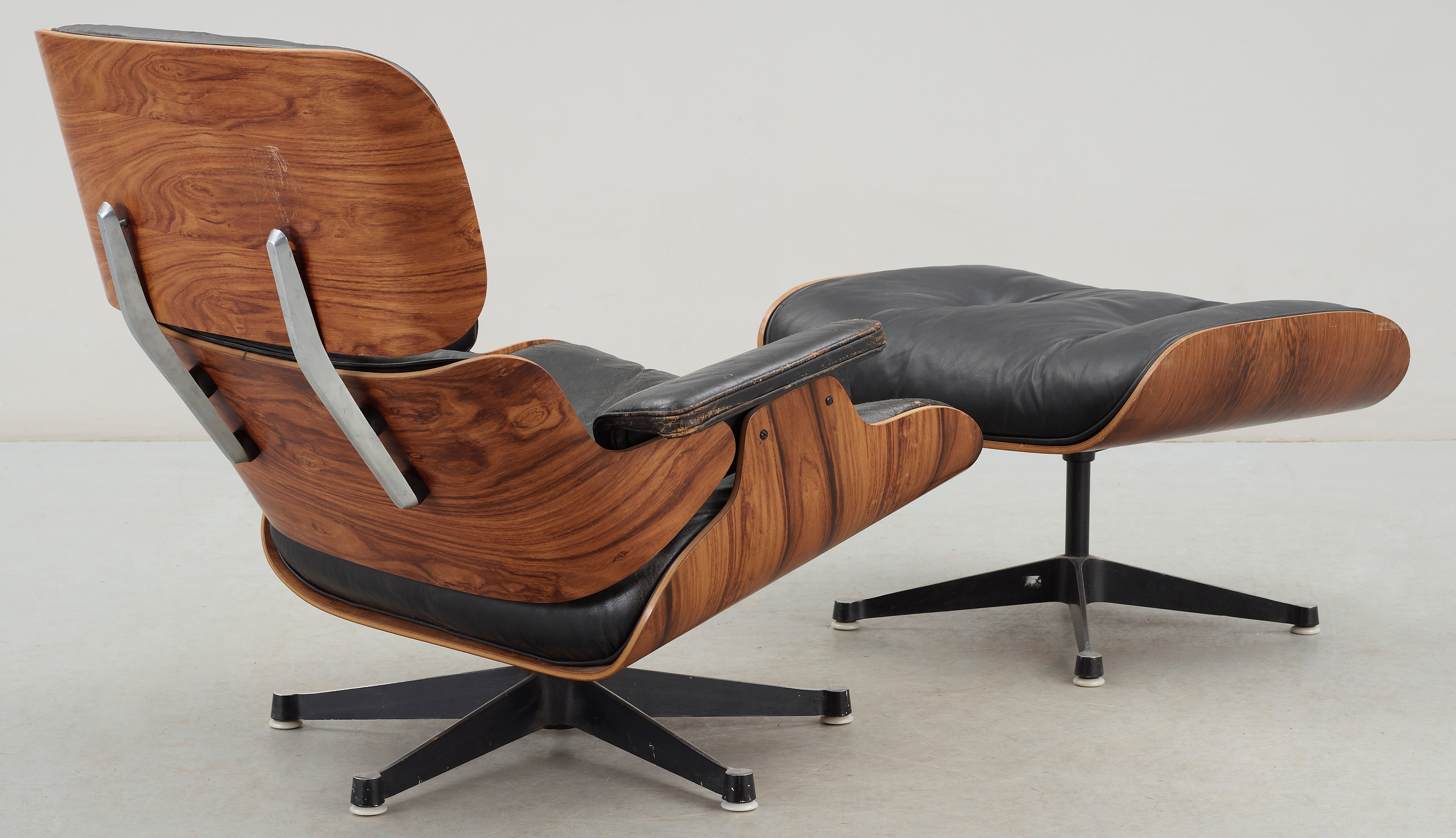 F 197 T 214 Lj Samt Fotpall Quot Lounge Chair Quot Charles Amp Ray Eames