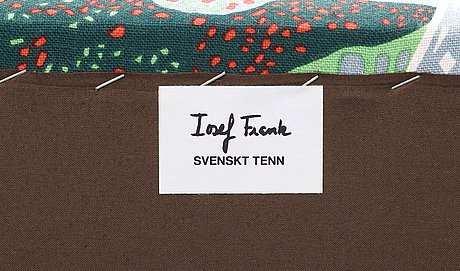 A josef frank sofa, 'liljevalchs', svenskt tenn.