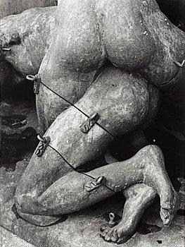 """113. Christer Strömholm, """"Skulpturernas kärleksakt"""" (Sculpture of love), 1958."""