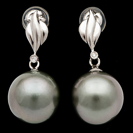 A pair of cultured tahiti pearl, 11,9 mm, and small diamond earrings.