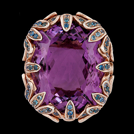 An amethyst, brandy coloured diamonds, tot. app. 1.20 and blue sapphire ring.