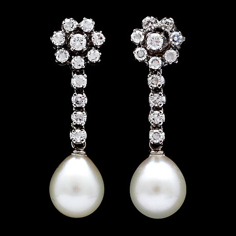 A pair of cultured pearl and diamond earrings, tot. app. 0.60 cts.