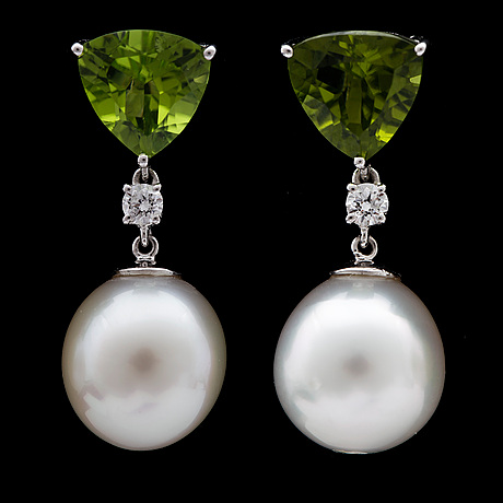 A pair of cultured south sea pearl, 12,4 mm, peridotes, tot. 6.55 cts and brilliant cut diamond earrings, tot. 0.24 cts.