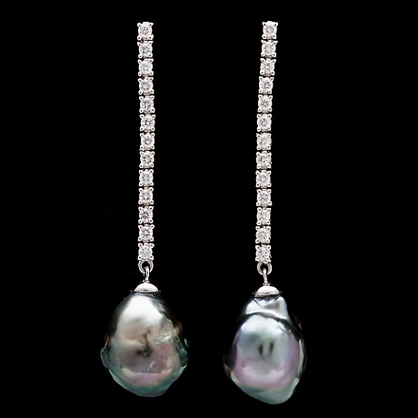 A pair of cultured tahiti pearl and brilliant cut diamond earrings, tot. 0.62 cts.