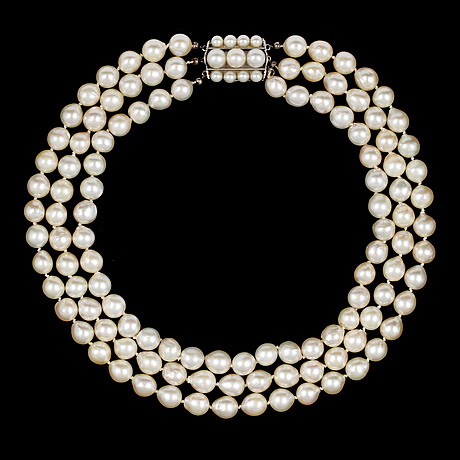 A three strand cultured pearl necklace, 9 mm.