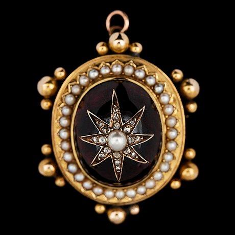 A cabochon cut garnet and pearl brooch, c. 1900.