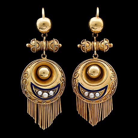 A pair of gold earrings, c. 1900.