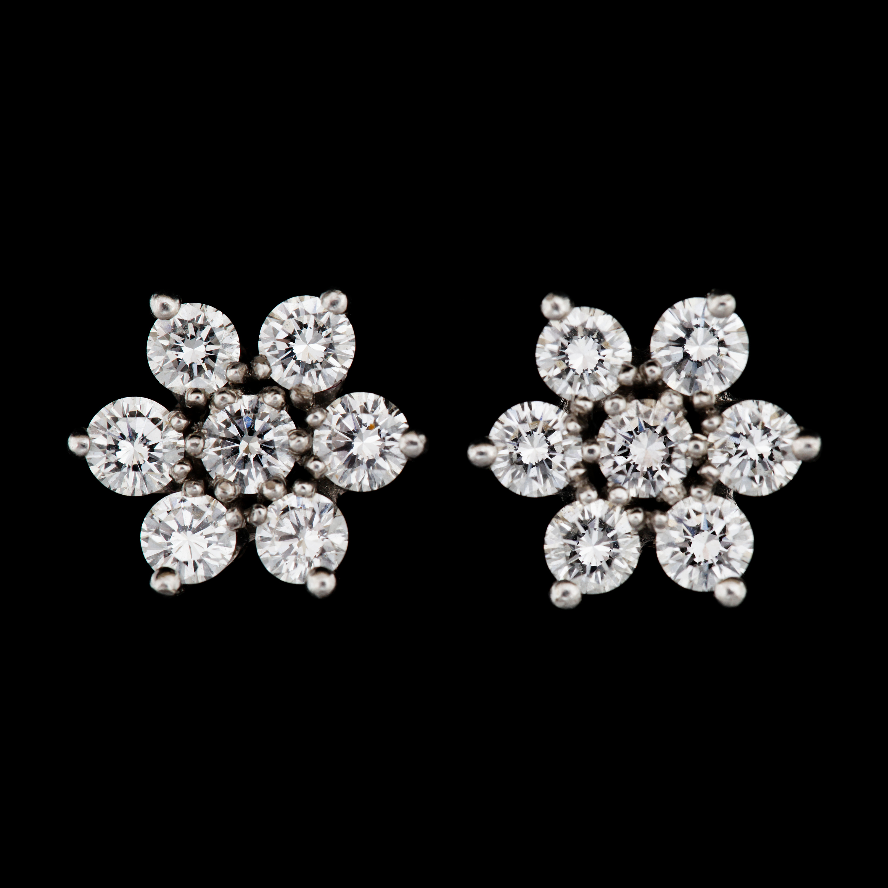 A pair od flower diamond earrings tot app 1 80 cts Bukowskis