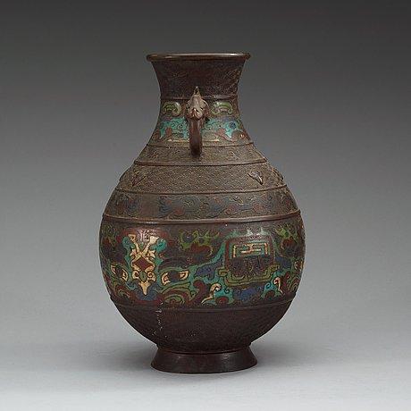 A Japanese Bronze And Champleve Vase Meiji 1868 1912 Bukowskis
