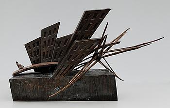 LISS ERIKSSON, skulptur, mörk- och brunpatinerad brons, monogramsignerad och numrerad I/III.