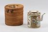Tekanna med korg, porslin, 1800-tal.