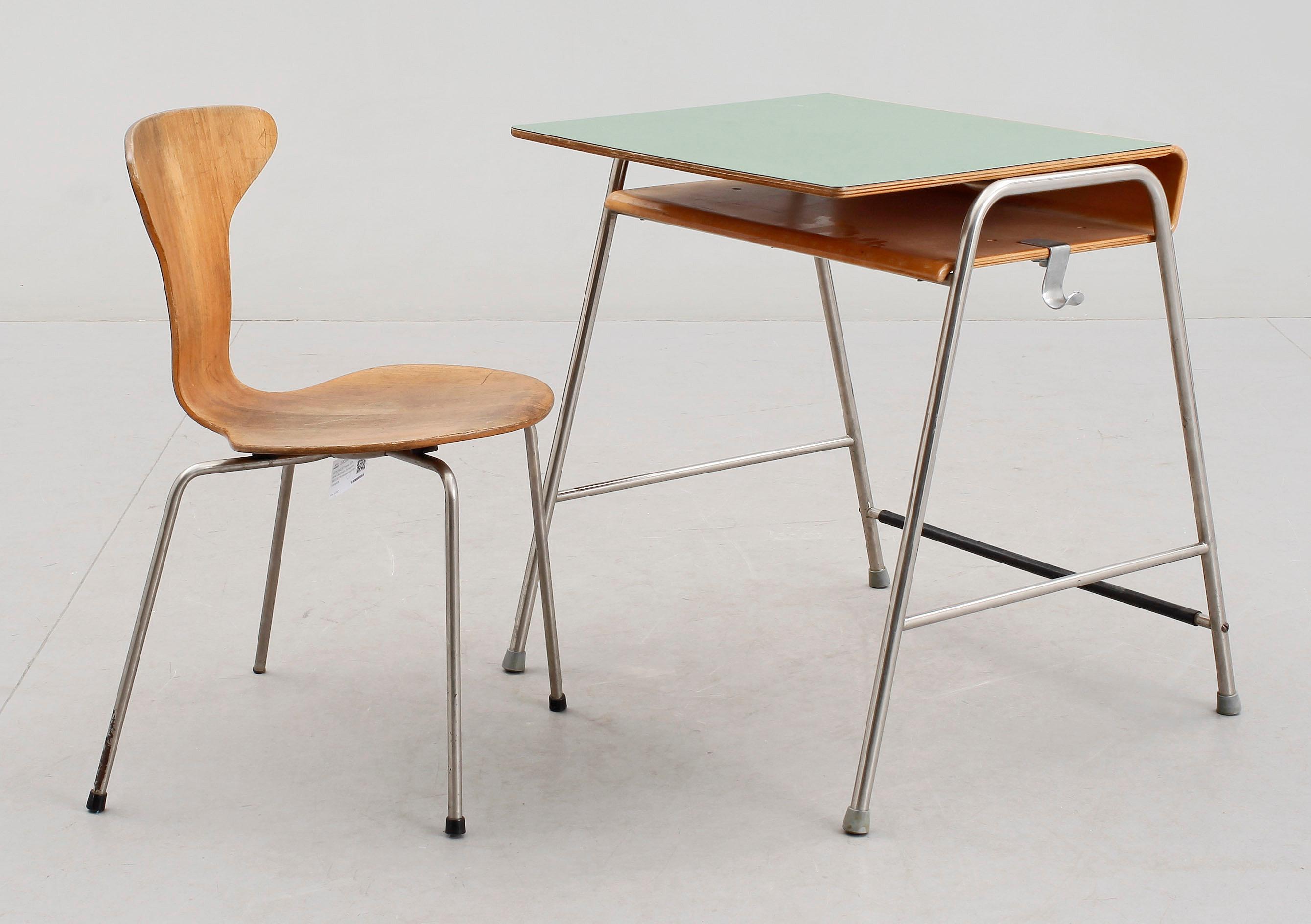 Arne Jacobsen Stoel : Skolpulpet samt stol arne jacobsen formgiven 1955 för