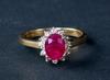 Ring, guld 18k med diamanter och röd sten.