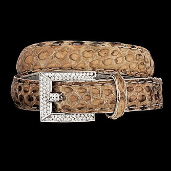 A snake skin and brilliant cut diamond bracelet, tot. app. 1.50 cts. 18k white gold.
