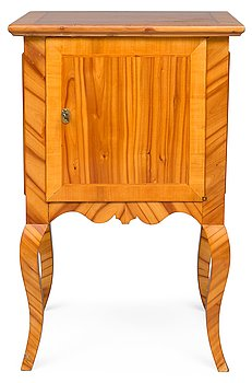 7. A BEDSIDE CABINET.