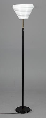 """Lattiavalaisin, """"enkelinsiipi"""" malli a805, design alvar aalto, artek. malli suunniteltu 1954."""