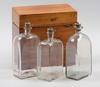 Schatull med 3 flaskor, mahogny och glas.