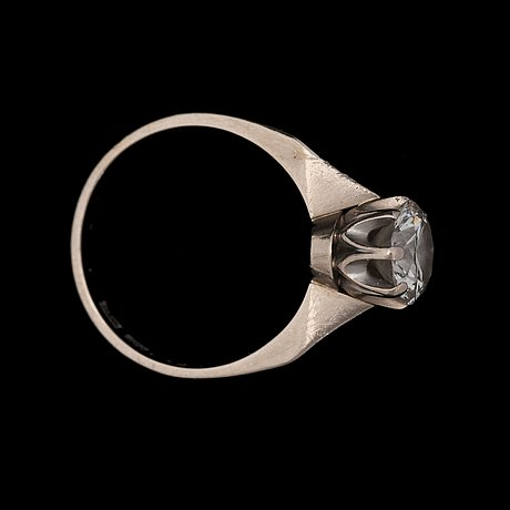 A brilliant cut diamond ring, 1.35 ct.