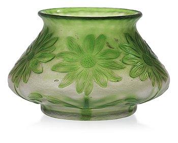 819. A Gunnar Wennerberg Art Nouveau cameo glass vase, Kosta, Sweden.
