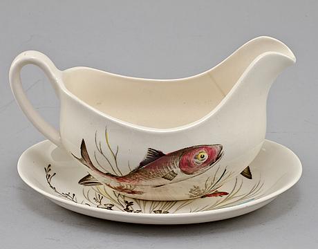 """Servisdelar, 45 delar, flintgods. """"fish"""", johnson bros, england, 1900-talets andra hälft."""