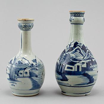 388472. VASER, 2 st, porslin, Kina, 1800-tal.