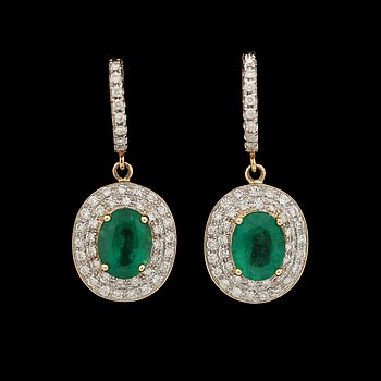 A pair of emerald earrings, tot. 3.66 cts, set with brilliant cut diamonds, tot. 1.36 cts. 14k gold.