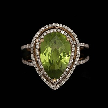 A peridote ring, 4.91 cts, set with brilliant cut diamonds, tot. 0.75 cts. 14k gold. Size 16.75/53.