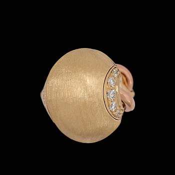 A Chimento, Passione ring with brilliant cut diamonds, tot. app. 0,30 cts. 18k gold of two shades. Weight 17 g. Size 17.5/54.